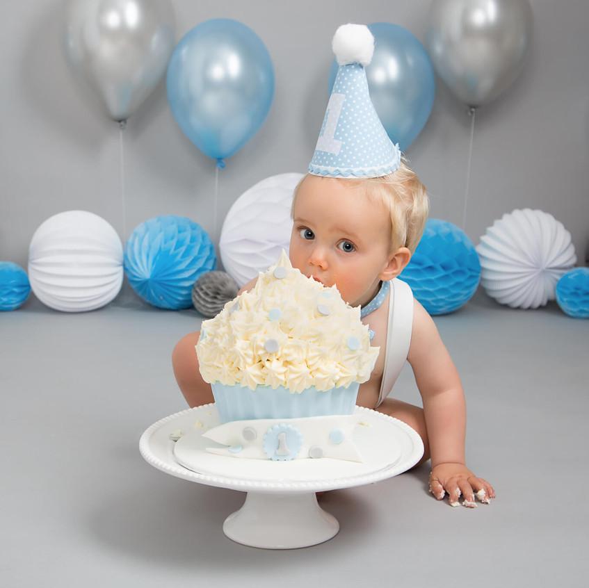 cake smash photo shoot sheffield