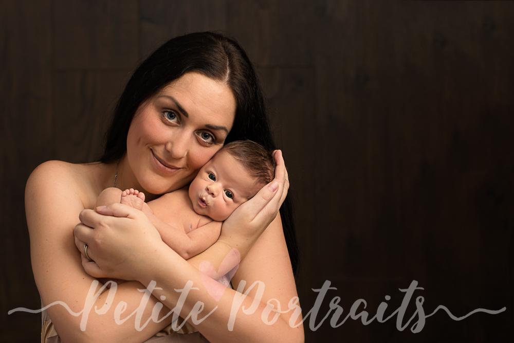 newborn-photographer-sheffield-parent-baby-photo-beautiful-love-2