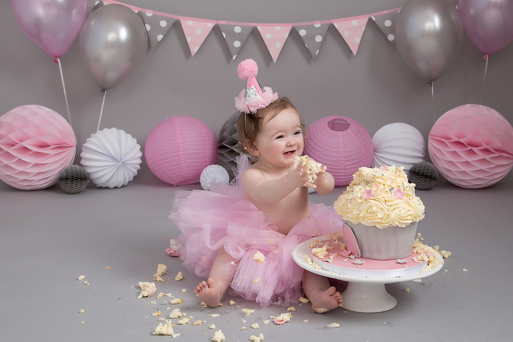 Cake hand clapping at a Cake Smash photoshoot by Petite Portraits Photography