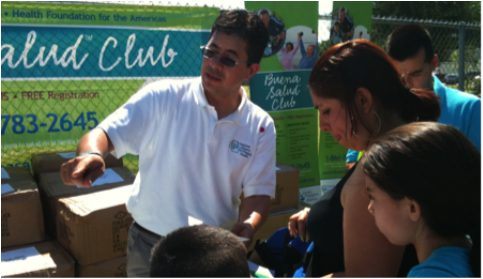 People signing up for Buena Salud Club