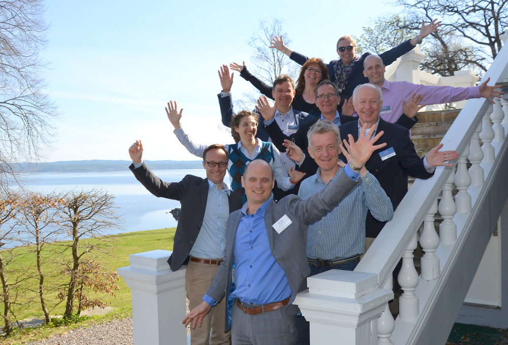 Norske og svenske deltakere i ecoINSIDE, samlet på solenergikonferansen til Glava Energy Center i Arvika, jubler for en ny prosjektperiode.