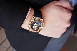 freak-rose-gold-wrist
