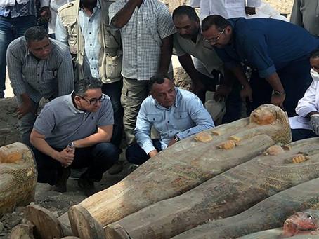 Αίγυπτος: Αρχαιολόγοι Ανακάλυψαν 20 Άθικτες Ξύλινες Σαρκοφάγους – Εικόνες