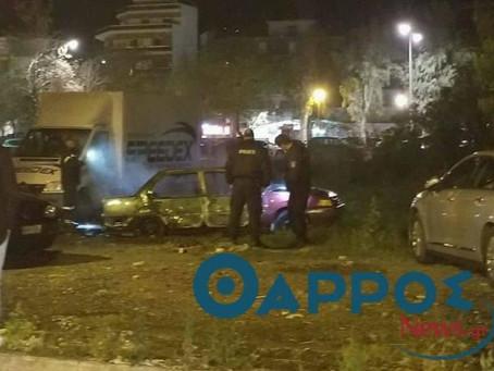 Κάηκε ολοσχερώς αυτοκίνητο στο κέντρο τής Καλαμάτας