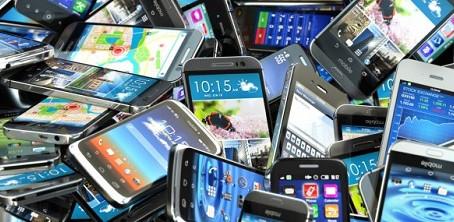 Δεν είναι θεωρίες συνωμοσίας αλλά πραγματικότητα: Τα smartphones μας παρακολουθούν