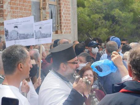 Πιστοί ταμπουρώθηκαν σε εκκλησία στην Ηλιούπολη για να υπερασπιστούν αυθαίρετο κτίσμα