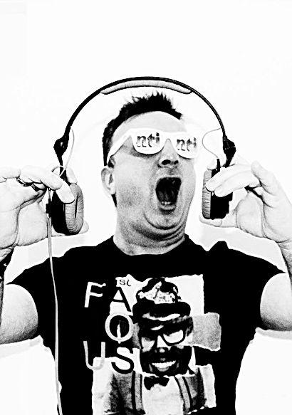 Sebastien Kills Official Biography Showman Dj Producer Remixer