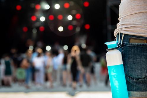 Dopper flessen op festival