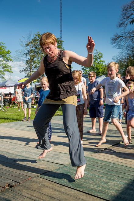 Workshop Afrikaanse dans op cultureel festival