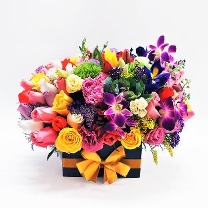 Flores mixtas caja negra con amarillo