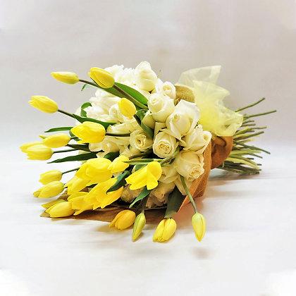 Ramo de mano: Tulipanes y Rosas