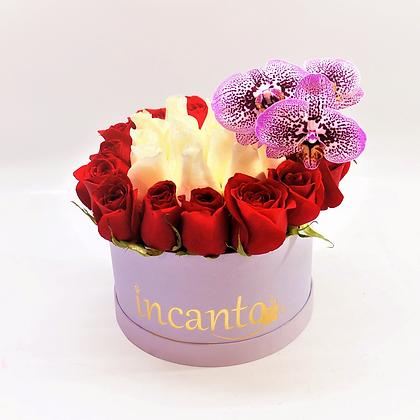 Caja chica, rosas y orquídeas