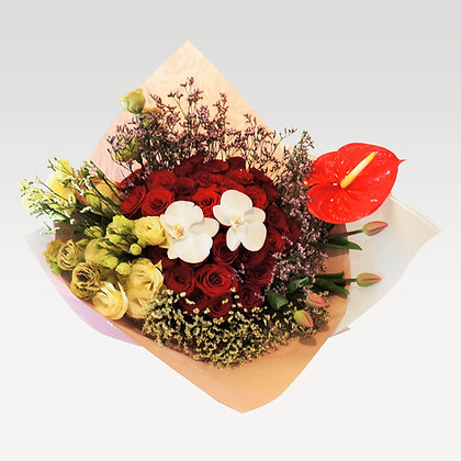 Ramo de mano: Rosas rojas mixto