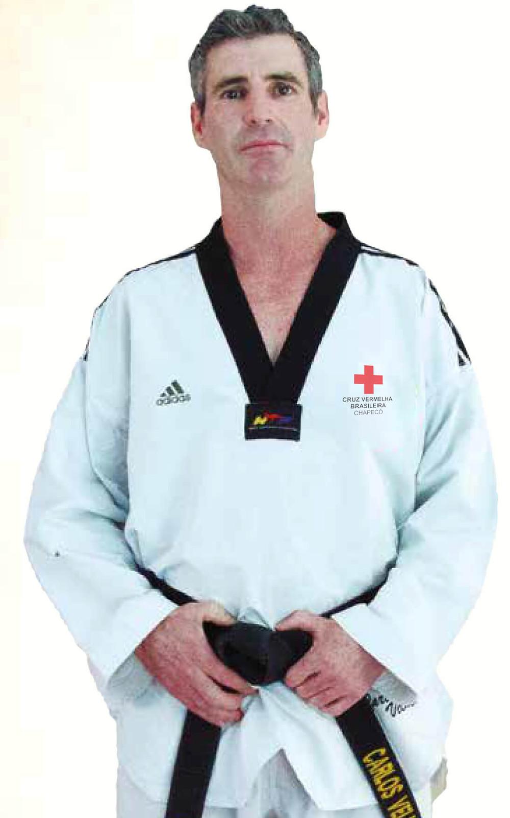 Carlos Roberto Velho, atleta de Chapecó, no livro dos grandes mestres do Brasil