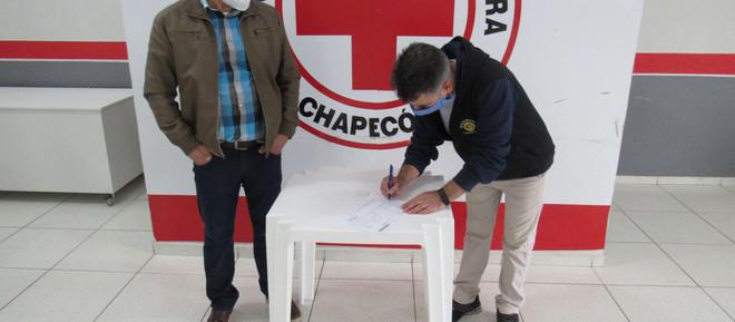 Doação de Cinco Toneladas de Carne da BRF - Brasil Foods é entregue a Cruz Vermelha de Chapecó.