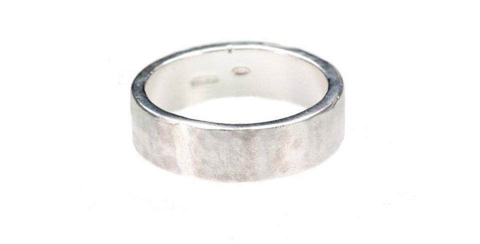 CUORI E FRECCE anello fascia martellata piccola personalizzabile SFS CF