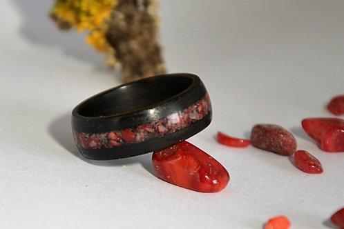 Bague en bois et pierre, alliance,  anneau en bois courbé ébène avec Corail