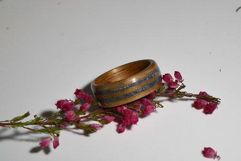 Bague en bois et pierre, alliance, anneau en bois avec la poudre de Lapis-lazuli