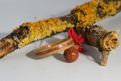 Miami, Bague en bois et pierre,  anneau en bois courbé  avec sable d'or