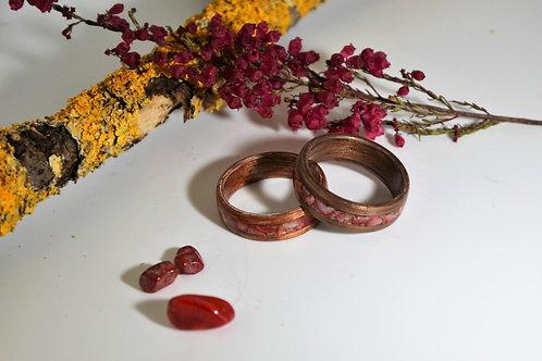 Bague en bois et pierre,  anneau en bois courbé  avec Corail.