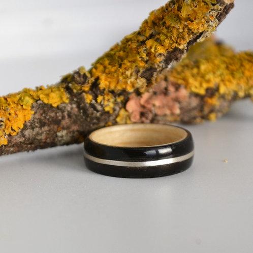 Bague en bois courbé ébène avec incrustation d'argent