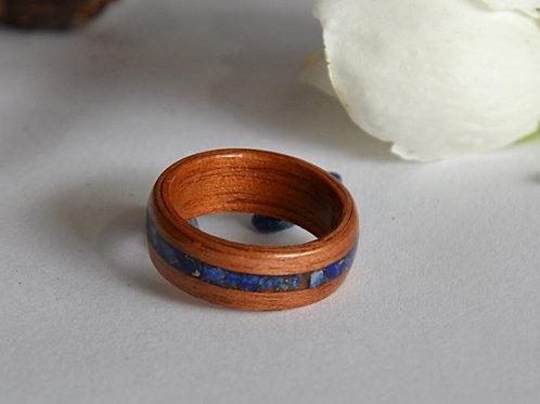 Bague en bois et pierre fine, anneau en bois courbé avec du  Lapis-lazli