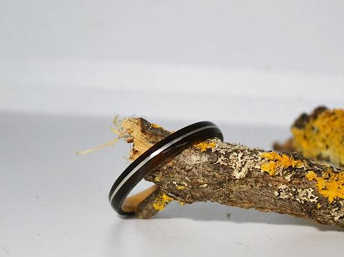 Bi-colore fin, Bague en bois courbé ébène avec incrustation d'argent