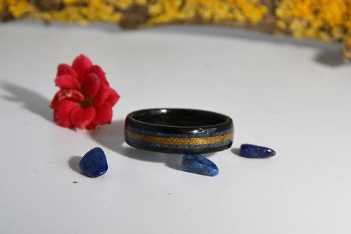Élégance,Bague en bois courbé ébène avec incrustation Lapis-lazuli et bois clair