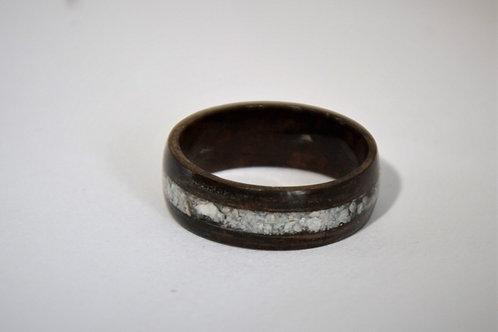 Bague en bois et pierre fine,  anneau en bois courbé d'ébène avec des pierres bl
