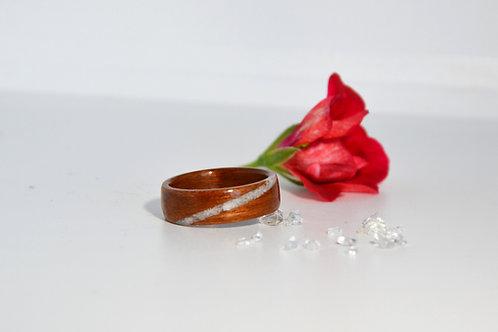 Douceur,Bague en bois et pierre,alliance, anneau en bois courbé avec pierre fine