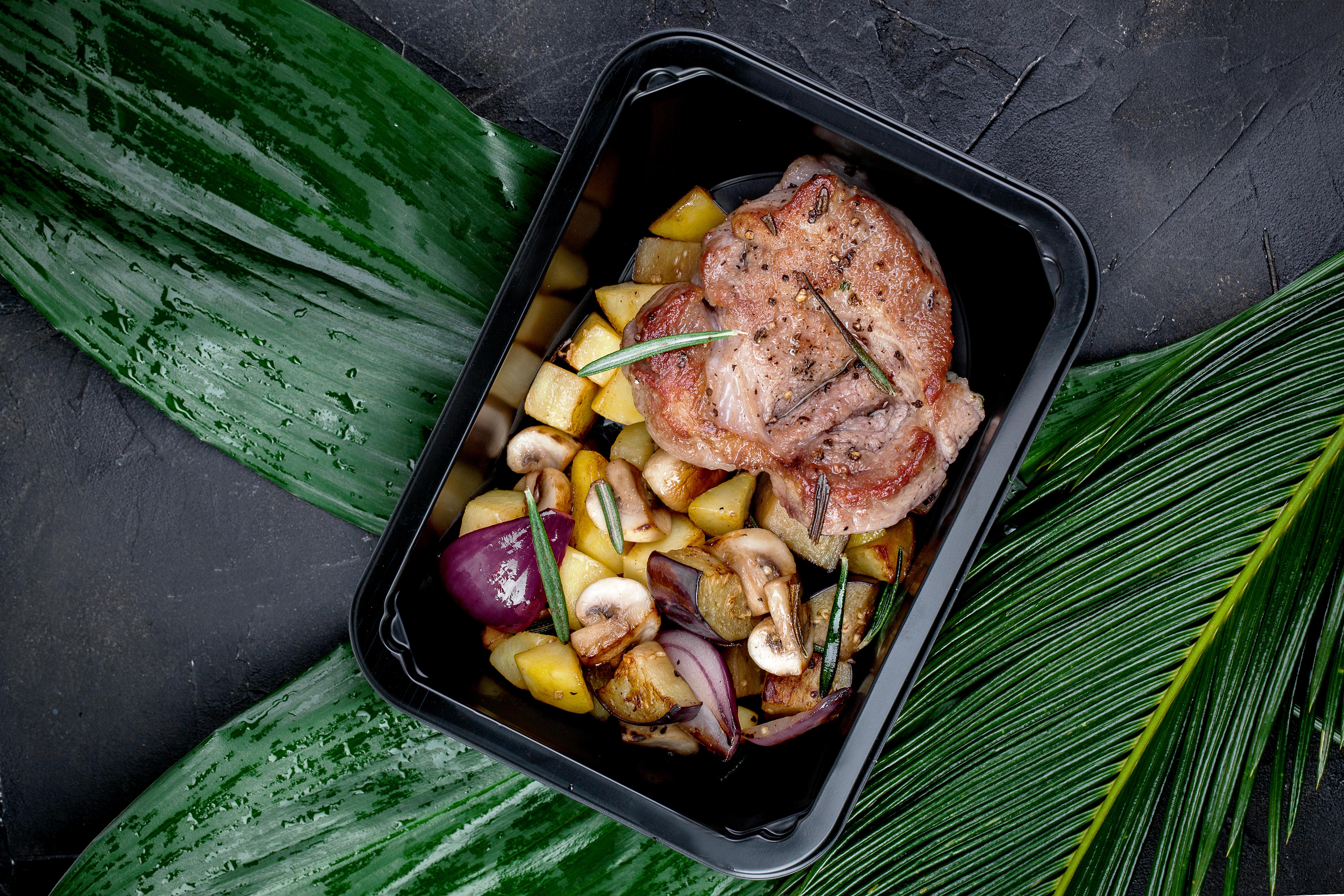 Свинина гриль с печеными овощами