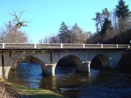Pont de Peyrissac et la Vézère