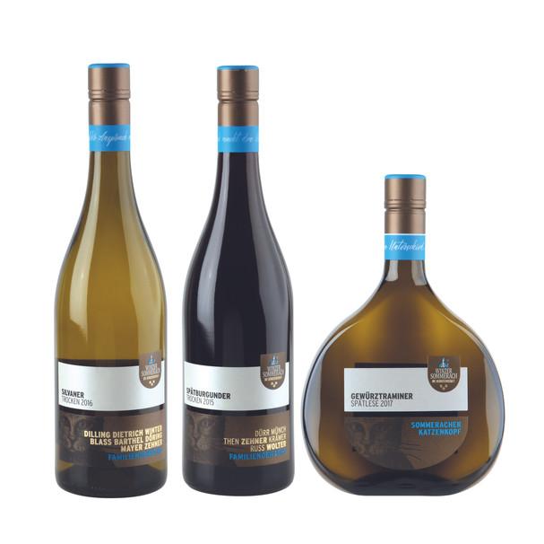 Weinflaschen mit goldener Schrift