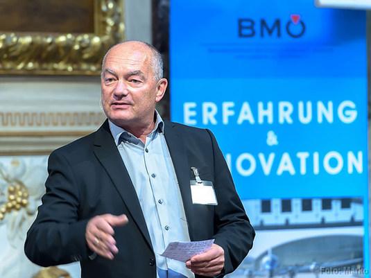 Klaus Pause Moderator