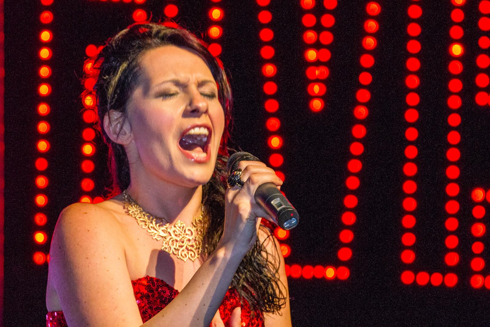 Jennifer Eder Sängerin