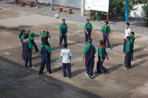 Clase de deportes en Colonia Juvenil.JPG
