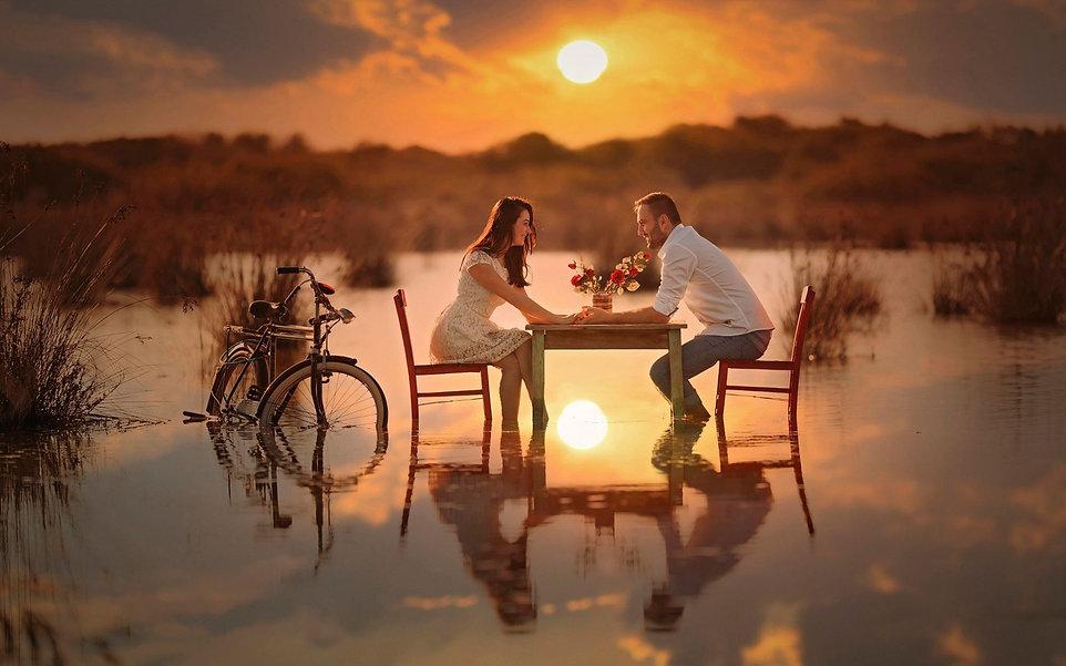 Romantic-lake-meeting-girl-boy-bike-chai