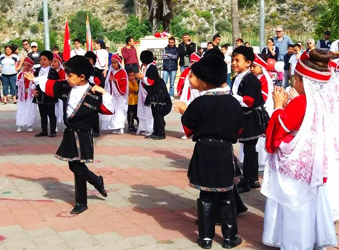 School Classes Perform in Dalyan