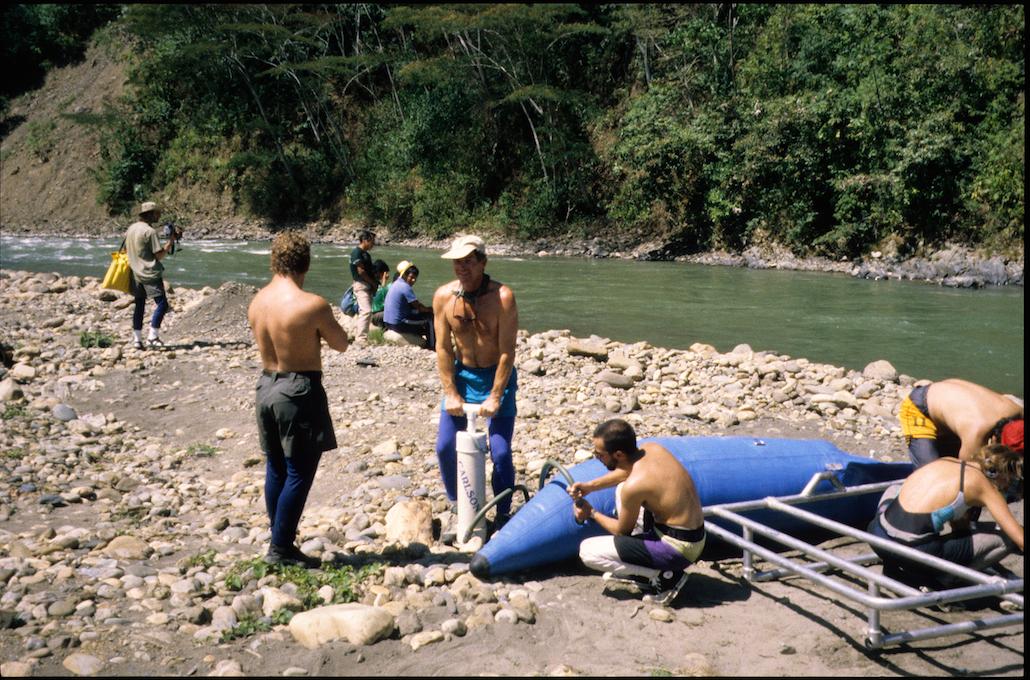 Filling rafts, Put In, Putina Punco, Tampobata River