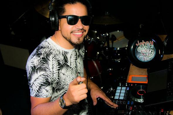 DJ Jwallz 4 smile.JPG