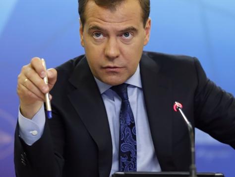 Премьер потребовал снизить цены на лекарства при госзакупках