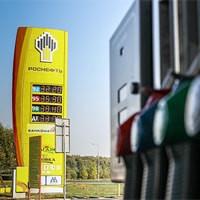Медведев выбрал единственного поставщика бензина для полиции