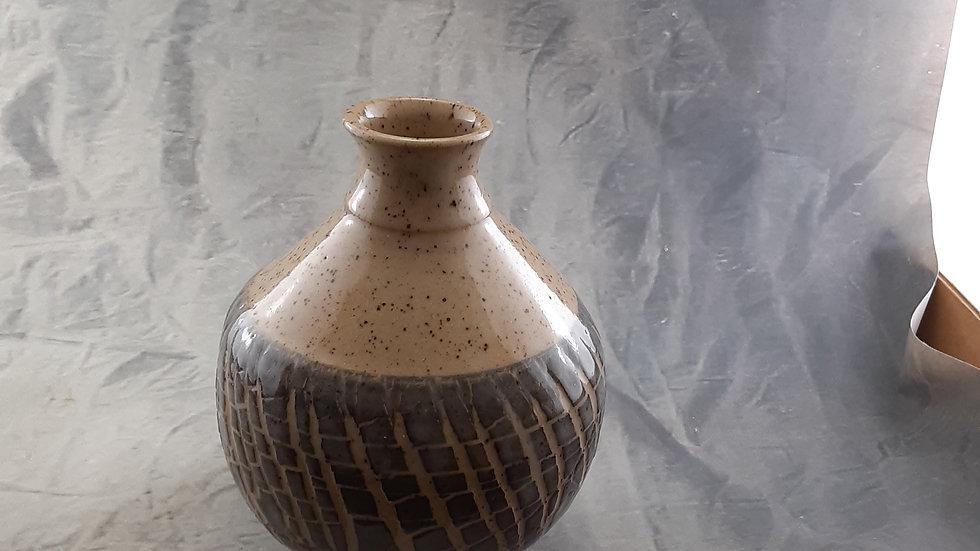 "6-1/2"" Textured vase 085-6 (w/o flowers!)"