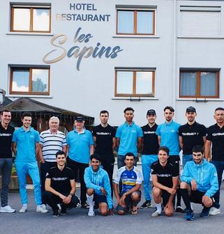 L'équipe du VCAB avec l'Hôtel Les Sapins