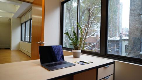 432 Floor 3 Room 8 Zoom in Desk with Doo