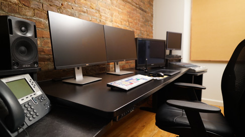 436 Floor 4 Room 1 Zoom in Desk (Slight