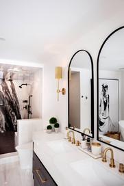 AC INTERIORS DESIGN BUILD Bathroom