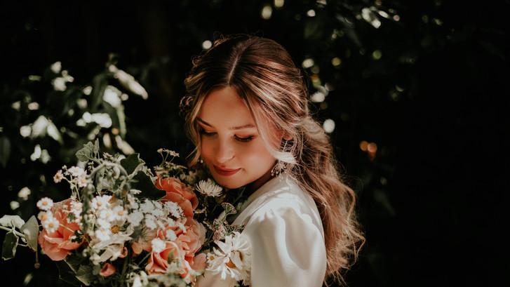 Beautiful bride with stunning flowers.jpg