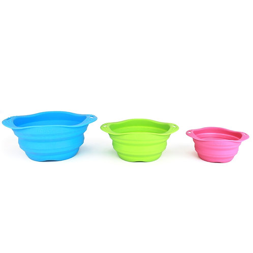 Beco Pets travel bowls in three different sizes and three different colours extended