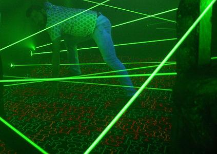 Светящийся ковролин, ковролин дл лазертага, флуоресцентный ковролин, лазерный лабиринт